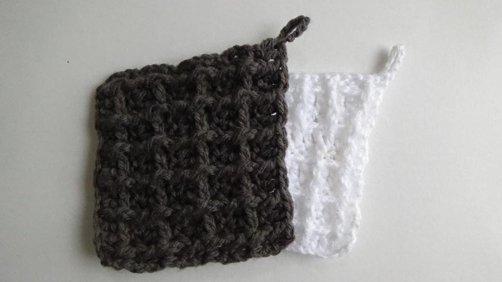 ペットの毛やホコリも良くとれる、セリアのアクリル毛糸でエコモップを作る