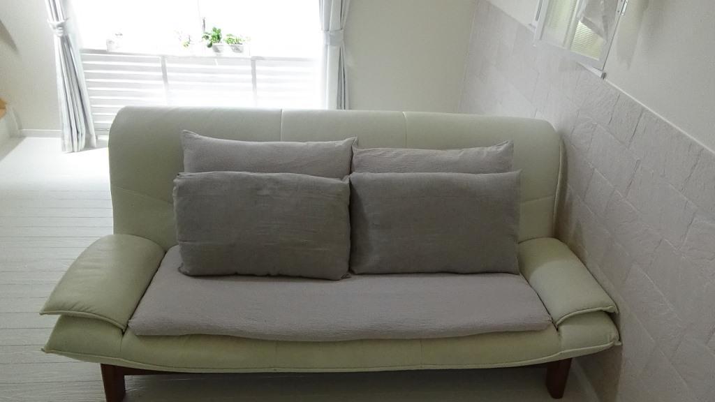【無印良品】布団の収納は、MUJIの枕カバーでクッションにしてしまう