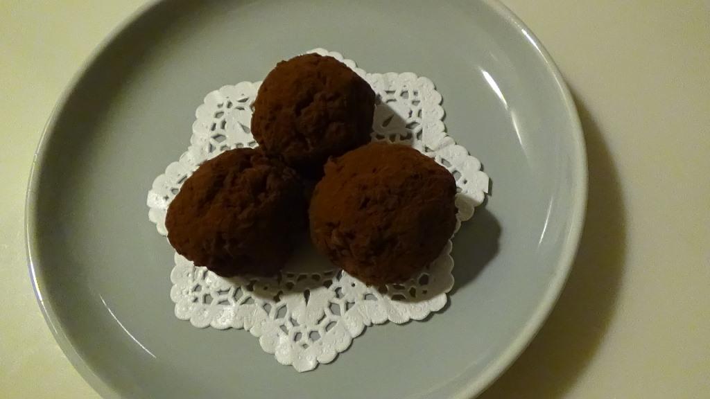 【おやつ】梅酒の梅のジャム以外の再利用方♪チョコ梅ボール作り